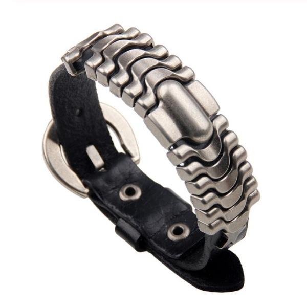 Крутейший браслет чёрного цвета из натуральной кожи с металлическими щитками купить. Цена 220 грн
