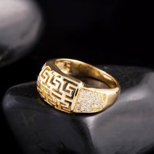 Благородное кольцо с вырезами в виде греческой дорожки, фианитами и реальной позолотой купить. Цена 145 грн или 455 руб.