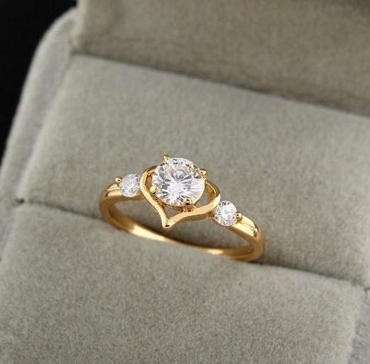 Нежное кольцо в форме сердца с прозрачными цирконами и качественным золотым покрытием купить. Цена 160 грн