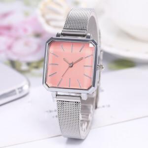 Квадратные часы с розовым циферблатом и металлическим ремешком-кольчугой фото. Купить