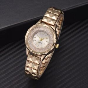 Роскошные часы «M&H» золотого цвета со стразами и металлическим браслетом фото. Купить