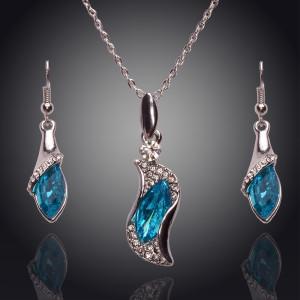 Нежный комплект «Слеза океана» из удлинённых серёжек и кулона с голубым камнем и позолотой фото. Купить