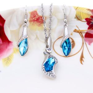 Нежный комплект «Слеза океана» из удлинённых серёжек и кулона с голубым камнем и позолотой фото 1