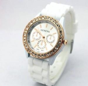 Молодёжные часы «Geneva» белого цвета с белым силиконовым ремешком и стразами фото. Купить