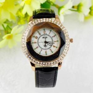 Модные женские часы «GoGoey» со стразами на корпусе и с чёрным ремешком фото. Купить
