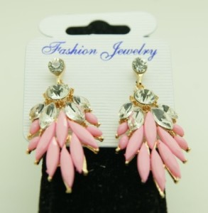 Розовые серьги «Агератум» с бесцветными стразами в металле с покрытием под золото купить. Цена 89 грн