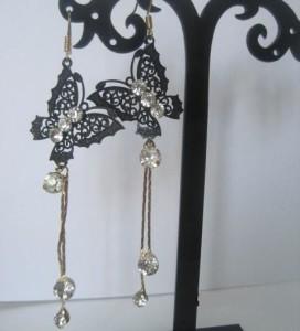 Металлические серьги «Чёрные махаоны» в виде бабочек на золотистой цепочке с кристаллами купить. Цена 75 грн или 235 руб.