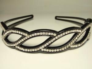 Пластиковый чёрный волнистый обруч для волос «Косичка» с бесцветными стразами купить. Цена 99 грн