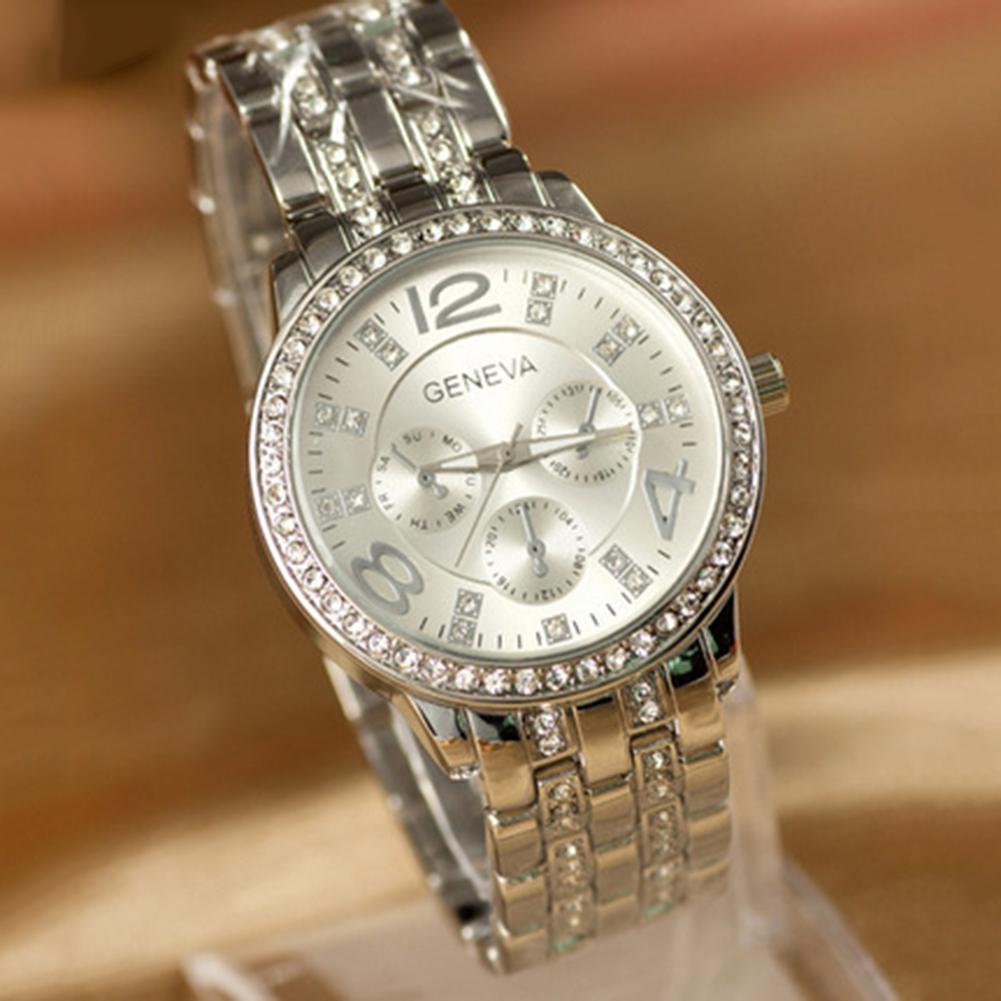 Крупные женские часы «Geneva» серебряного цвета с металлическим браслетом купить. Цена 445 грн