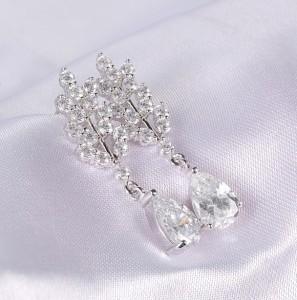 Серьги для свадьбы «Снегурочка» (бренд-UMODE) с первоклассным платиновым напылением и цирконами фото. Купить