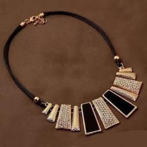 Оригинальное ожерелье «Клеопатра» из металла с чёрными вставками и стразами на двойном шнурке фото. Купить
