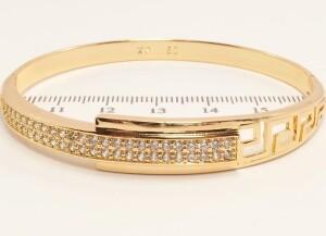 Жёсткий браслет «Минотавр» из медицинского золота с мелкими фианитами фото. Купить