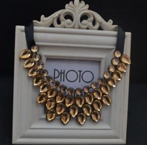 Очаровательное ожерелье «Гирлянда» с каплевидными кристаллами золотого цвета купить. Цена 215 грн