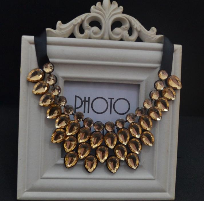 Очаровательное ожерелье «Гирлянда» с каплевидными кристаллами золотого цвета купить. Цена 235 грн