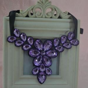 Нежное ожерелье «Амарант» в виде цветка из крупных фиолетовых камней купить. Цена 185 грн или 580 руб.