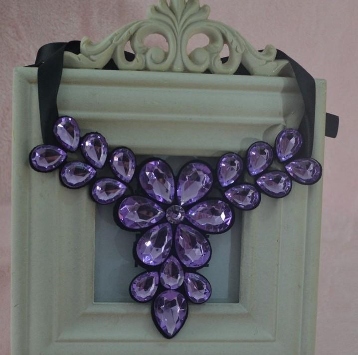 Нежное ожерелье «Амарант» в виде цветка из крупных фиолетовых камней купить. Цена 210 грн