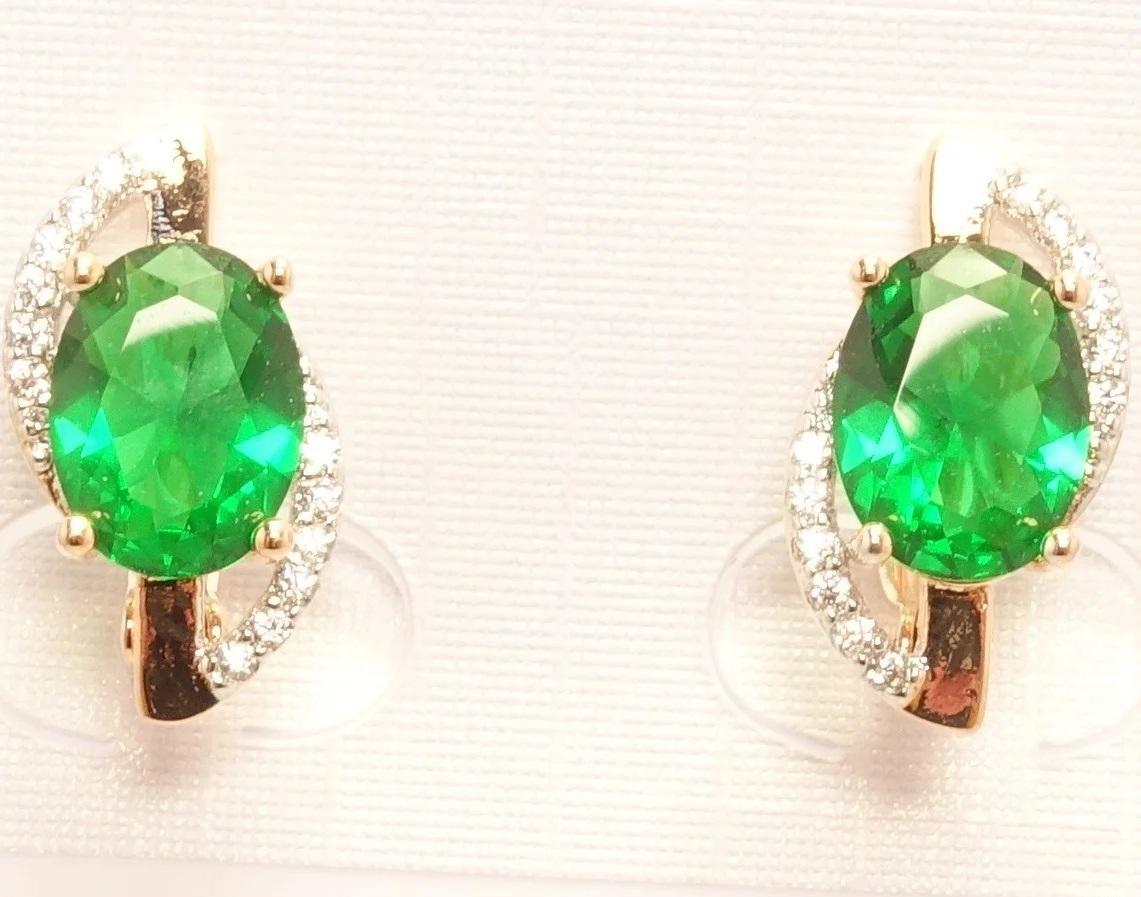 Обаятельные серьги «Корвет» с зелёным цирконом и двухцветной позолотой купить. Цена 175 грн