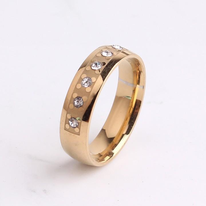 Интересное стальное кольцо «Gedeon» золотого цвета с небольшими прозрачными цирконами купить. Цена 165 грн