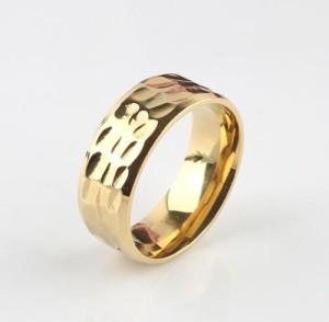 Рифлёное кольцо «Gedeon» из медицинской стали с покрытием из жёлтого золота купить. Цена 165 грн