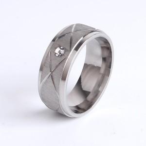 Серебристое кольцо «Gedeon» из стали с матовой серединой с косыми бороздами и цирконом купить. Цена 165 грн