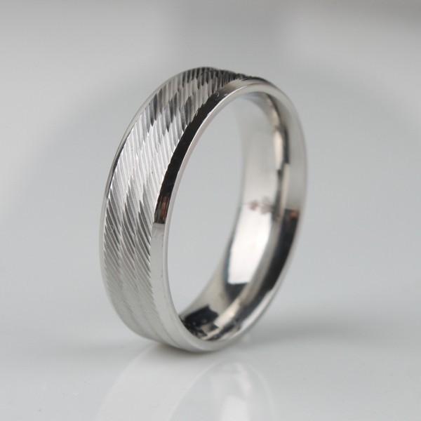 Стильное кольцо «Gedeon» из нержавеющей стали серебряного цвета с мелкими косыми насечками купить. Цена 165 грн