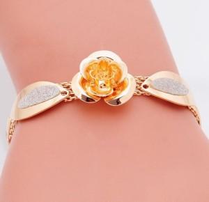 Металлический браслет «Розочка»со звеньями в форме лепестков с серебристой вставкой купить. Цена 110 грн