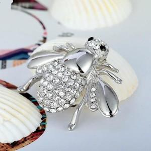 Прикольная брошь «Пчёлка» серебристого цвета с мелкими бесцветными стразами купить. Цена 69 грн