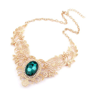 Ажурное ожерелье «Барокко» из металла золотого цвета с одним большим зелёным камнем купить. Цена 165 грн или 520 руб.