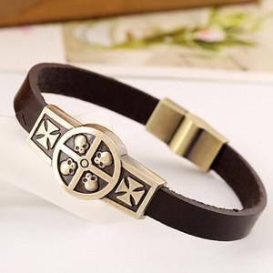 Крутой браслет из натуральной кожи с изображением черепов и с магнитной застёжкой купить. Цена 135 грн