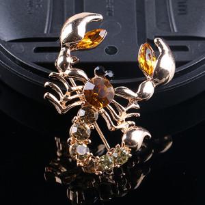 Необычная брошь «Скорпион» из камней янтарного цвета в металле с покрытием под золото купить. Цена 110 грн
