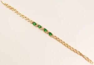Классный браслет «Лодочки» с овальными камнями изумрудного цвета фото. Купить