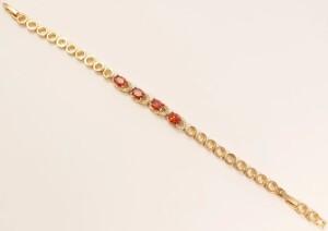 Чудесный браслет «Лодочки» золотого цвета с красными цирконами овальной формы купить. Цена 285 грн