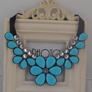 Милое ожерелье «Ореанда» в виде цветов нежно-голубого цвета на чёрных ленточках купить. Цена 155 грн
