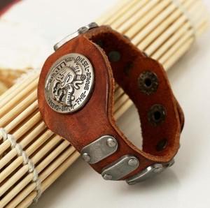 Брутальный браслет «DIESEL» из натуральной кожи с металлическими вставками фото. Купить