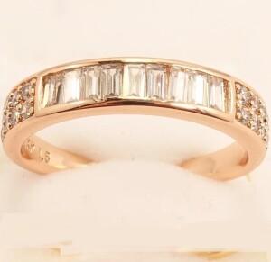 Красивое кольцо «Бродвей» с цирконами и розовой позолотой купить. Цена 175 грн