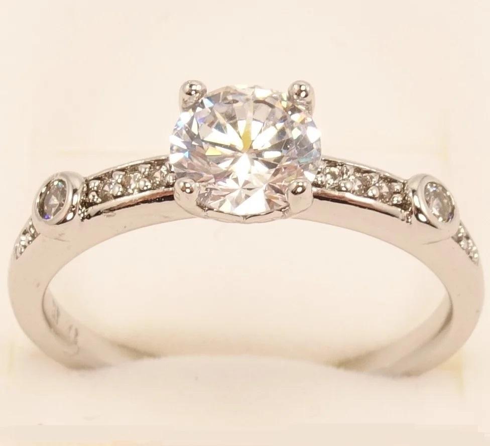 Серебристое кольцо «Варшава» с фианитами и покрытием под белое золото купить. Цена 165 грн