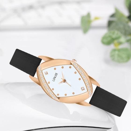 Интересные женские часы «Linjie» необычной формы с чёрным ремешком купить. Цена 325 грн