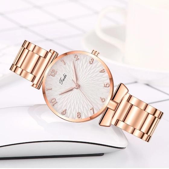 Лёгкие женские часы «Jadi» с металлическим браслетом медного цвета купить. Цена 335 грн