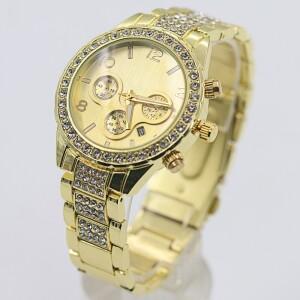 Красивые женские часы «Geneva» с браслетом золотого цвета и стразами фото. Купить