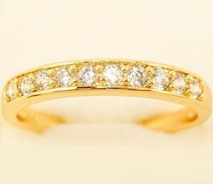 Обыкновенное кольцо «Эталон» с дорожкой из блестящих страз в позолоте купить. Цена 145 грн