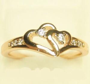 Романтичное кольцо «Любовь» с изображением двух золотых сердец купить. Цена 145 грн