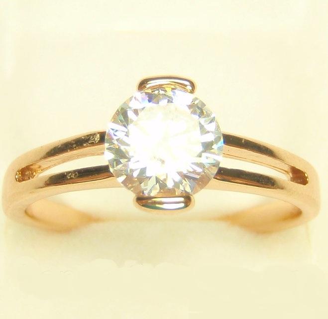 Простое кольцо «Шарм» с круглым фианитом в тонкой позолоченной оправе купить. Цена 125 грн