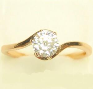 Недорогое кольцо «Ольви» простого дизайна с одним круглым фианитом купить. Цена 110 грн