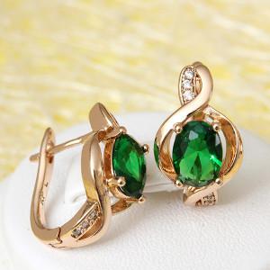 Очаровательные серьги «Мелодия» с изумрудно-зелёным камнем в позолоченной оправе фото. Купить
