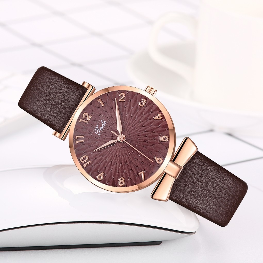 Коричневые часы «Jadi» с рельефным циферблатом и золотыми цифрами купить. Цена 275 грн
