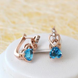 Небольшие серьги «Купидон» с нежным голубым камнем в форме сердца купить. Цена 165 грн