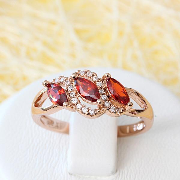 Очаровательное кольцо «Сонет» красивой формы с красными фианитами купить. Цена 195 грн