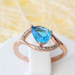 Нежное кольцо «Амадина» с голубым камнем и золотым напылением фото. Купить