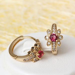 Миленькие серьги «Хризантема» с розовым камнем и бесцветными фианитами, покрытые позолотой фото. Купить