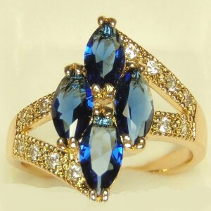 Крупное кольцо «Тристан» в форме ромба из синих камней в позолоте купить. Цена 199 грн